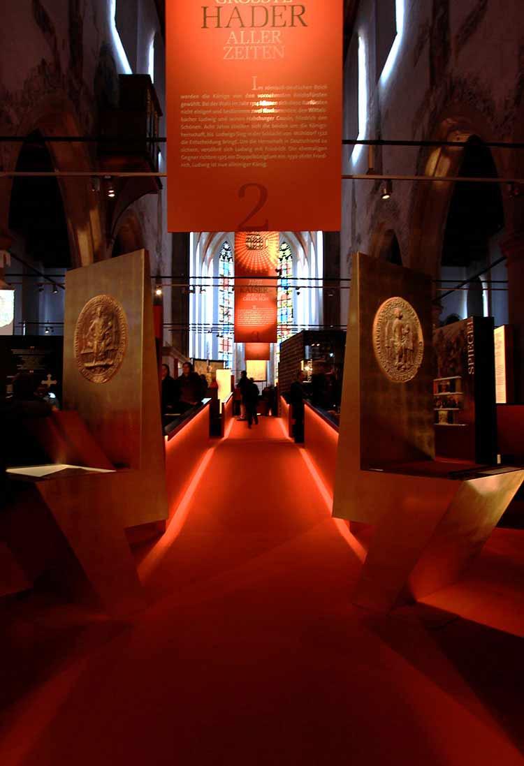 Vergoldung der Throne, Bayerische Landesausstellung Regensburg