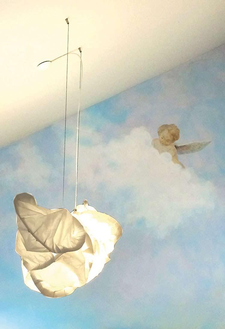 Gemalter Engel auf Wolke, Dekorationsmalerei